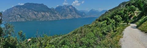 Panoramiczny widok jeziorny Garda zdjęcia stock