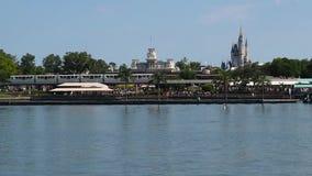 Panoramiczny widok kasztel, Main Street stacja i Siedem morzy laguna od Ferryboat Jednoszynowy, Kopciuszek, 2 zdjęcie wideo