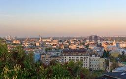 Panoramiczny widok Kijów zaświecał promieniami położenia słońce Fotografia Royalty Free