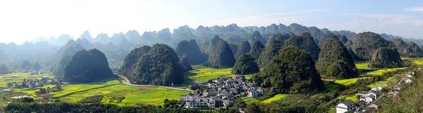 Panoramiczny widok krasu krajobraz zdjęcie royalty free