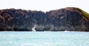 Panoramiczny widok Manuel Antonio parka narodowego plaża w Costa Rica, piękne plaże w świacie, surfingowiec wyrzucać na brzeg w A obrazy stock