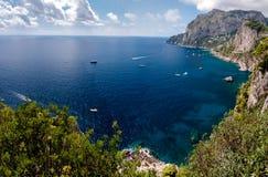Panoramiczny widok Marina Piccola i Tyrrhenian morze w Capri isl zdjęcie royalty free
