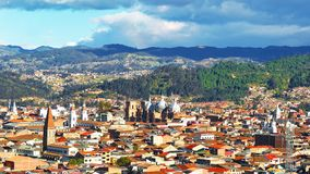 Panoramiczny widok miasto Cuenca, Ekwador, z swój wiele kościół zdjęcia royalty free
