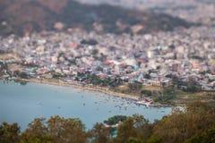 Panoramiczny widok molo na jeziornym Pheva Zdjęcie Stock