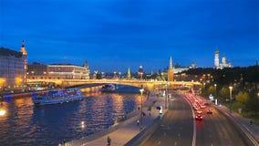 Panoramiczny widok Moskwa punkt zwrotny podczas zmierzchu od Zaryadye parka zbiory wideo