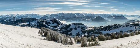 Panoramiczny widok na śnieżnych Szwajcarskich Alps fotografia stock