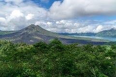 Panoramiczny widok na Bali's wulkanu górze Batur obraz stock