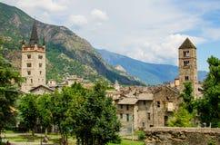 Panoramiczny widok na castel i wygłupy mieście Sus w Podgórskim, Włochy obraz royalty free