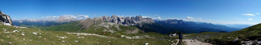 Panoramiczny widok na halnym szczycie i fantastyczny widok na otaczających górach Fotografia Stock