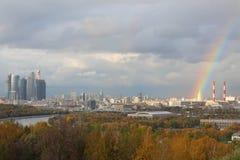 Panoramiczny widok na Moskva rzece, Biznesowy powikłany Moskwa miasto obrazy royalty free