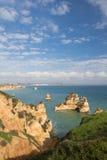 Panoramiczny widok na pięknego morza jaskiniowych falezach atlantycka linia brzegowa w Portugal Fotografia Stock