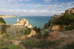 Panoramiczny widok na pięknego morza jaskiniowych falezach atlantycka linia brzegowa w Portugal Obrazy Stock