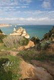 Panoramiczny widok na pięknego morza jaskiniowych falezach atlantycka linia brzegowa w Portugal Zdjęcie Royalty Free