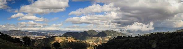Panoramiczny widok na Quetzaltenango i góry wokoło od Cerro Quemado szczytu, Quetzaltenango, Altiplano, Gwatemala zdjęcie royalty free