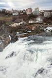 Panoramiczny widok na Rhine spadkach; Szwajcaria; Obrazy Stock