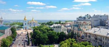 Panoramiczny widok na St. Michaels Złoty Domed Monast Zdjęcie Royalty Free