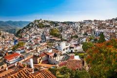 Panoramiczny widok na Texco tradycyjnym kolonialnym mieście w Meksyk obrazy stock