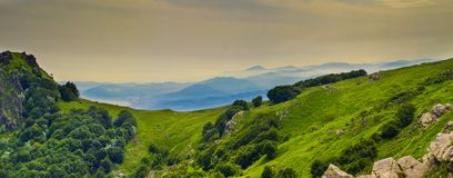Panoramiczny widok nad Liguria Riviera i morze śródziemnomorskie od Beigua obywatela Geopark Zdjęcia Royalty Free