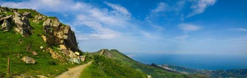 Panoramiczny widok nad Liguria Riviera i morze śródziemnomorskie od Beigua obywatela Geopark Obrazy Royalty Free