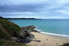 Panoramiczny widok nad oszałamiająco plażą przy Święty Ciskający Le Guildo Brittany Francja Europa fotografia royalty free