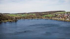 Panoramiczny widok nad Sauerland jeziorem w Germany fotografia royalty free