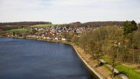 Panoramiczny widok nad Sauerland jeziorem w Germany zdjęcie royalty free