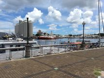 Panoramiczny widok ocean indyjski z statkami na najeździe przy kapitałem Mauritius Port Louis fotografia royalty free