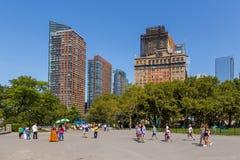 Panoramiczny widok od Bateryjnego parka na drapacza chmur Manhattan niskiej linii horyzontu w Miasto Nowy Jork Zdjęcie Stock