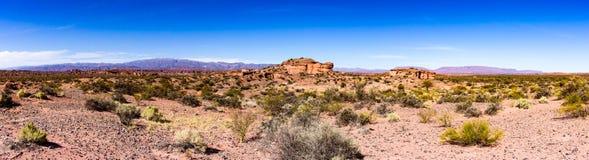 Panoramiczny widok ogromne góry iluminować obrazy stock