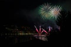 Panoramiczny widok omegna podczas fajerwerku pokazu Zdjęcie Stock