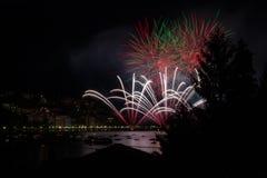Panoramiczny widok omegna podczas fajerwerku pokazu Zdjęcie Royalty Free