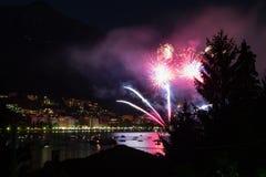 Panoramiczny widok omegna podczas fajerwerku pokazu Fotografia Stock