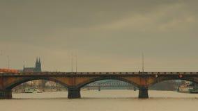 Panoramiczny widok Palacky most od Vltava rzeki w Praga zbiory