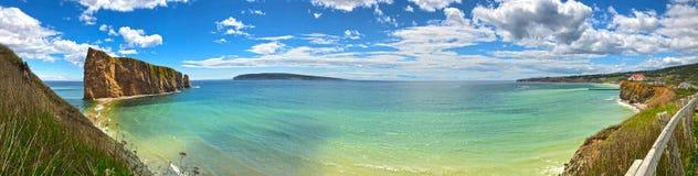 Panoramiczny widok Percé skała i Bonaventure wyspa obraz royalty free