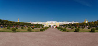 Panoramiczny widok Peterhof pałac od górnego parka fotografia royalty free