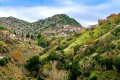 Panoramiczny widok piękna górska wioska wymieniał Dimitsana, obrazy royalty free