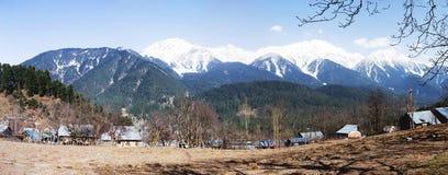 Panoramiczny widok pięknego góra krajobrazu mała wioska amo Zdjęcie Royalty Free