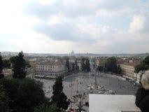 Panoramiczny widok piazza Del Popolo od willi Borghese Rzym Włochy obelisku - kopuła święty Peter zdjęcia royalty free