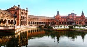 Panoramiczny widok Plac De Espana, Seville, Hiszpania jest uroczym wiosny rankiem fotografia royalty free