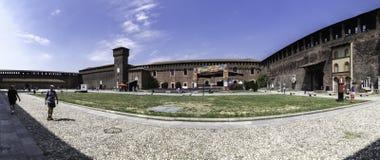 Panoramiczny widok podwórze Sforzesco kasztel, Mediolan, Włochy zdjęcie royalty free