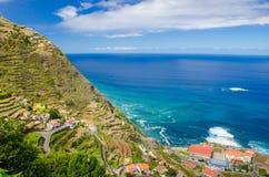 Panoramiczny widok Porto Moniz wioska na północnej strony madery wyspie, Portugalia Obraz Stock