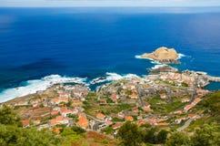 Panoramiczny widok Porto Moniz wioska na północnej strony madery wyspie, Portugalia Obraz Royalty Free