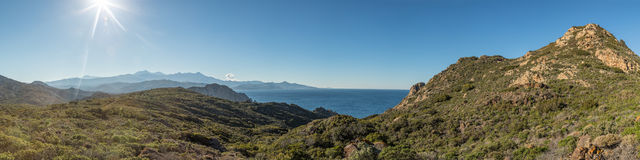 Panoramiczny widok przez pustyni des Agriates w Corsica Zdjęcia Royalty Free