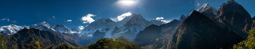 Panoramiczny widok przy Manaslu pasmem górskim w Nepal Zdjęcia Royalty Free