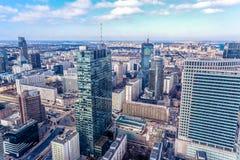 Panoramiczny widok przy nowożytnymi architektura budynkami w centrum miasta Warszawa, Polska obrazy stock