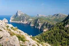 Panoramiczny widok przylądek Formentor Mallorca Panoramiczny widok przylądek Formentor i morze śródziemnomorskie na słonecznym dn Zdjęcie Stock
