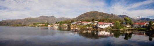 Panoramiczny widok Puerto Eden, południe Chile obrazy stock