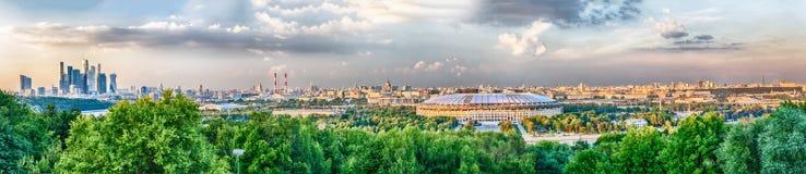 Panoramiczny widok środkowy Moskwa od Wróblich wzgórzy Rosja Obrazy Stock