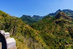 Panoramiczny widok rolniczy pola w Portugalia fotografia stock