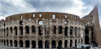 Panoramiczny widok rzymianin Colosseum i szczegóły wierzch p obrazy stock